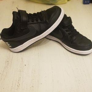 Excellent condition nike shoes!!